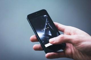 Arnhemse SP en PvdA kritisch over komst Uber: 'Ze concurreren keihard met de huidige markt'
